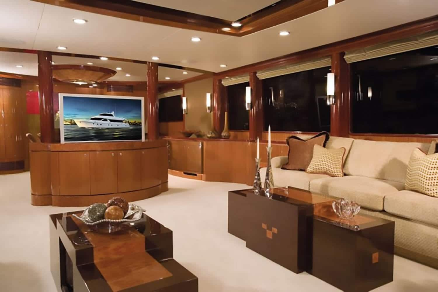 102' Ocean Alexander Main Salon