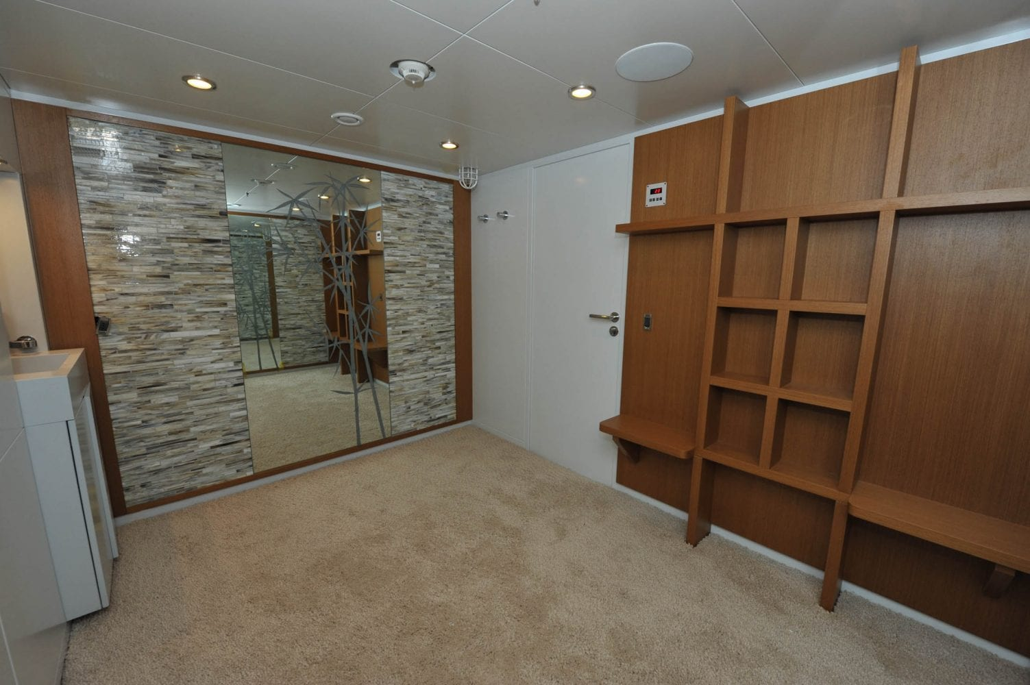180' Amels 4 You Spa Room-2