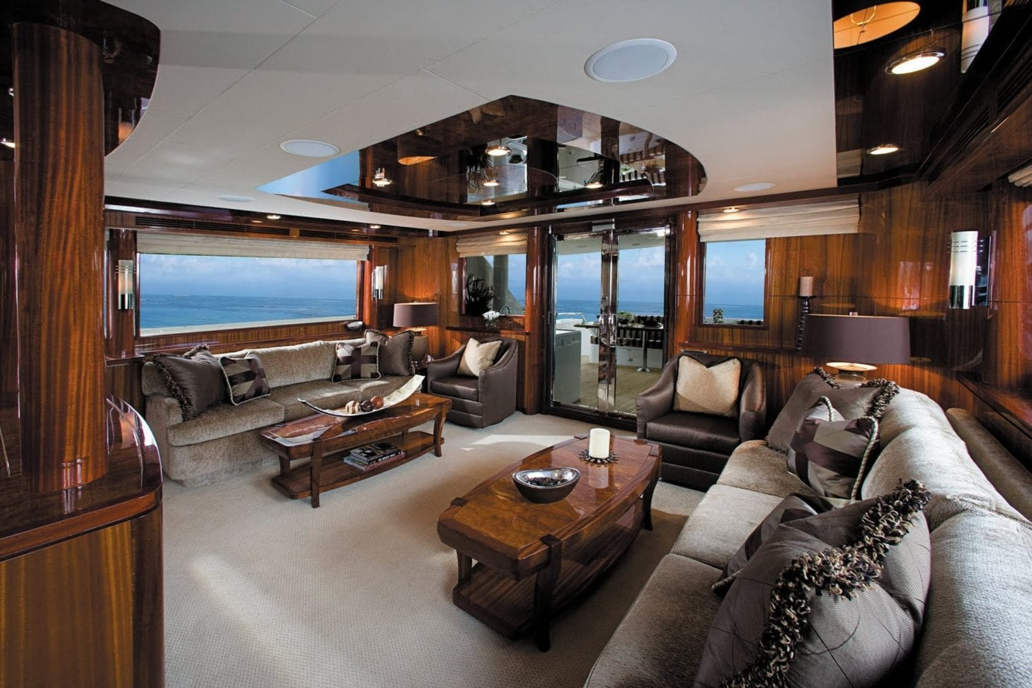 92' Ocean Alexander Excellence Main Salon