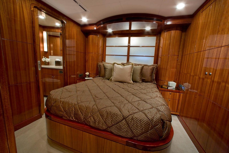 92' Ocean Alexander Excellence Guest Stateroom