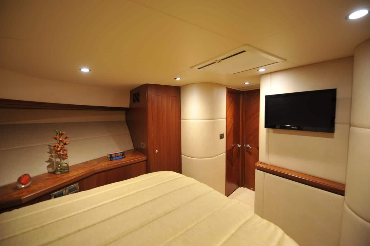 72' Ocean Alexander Mimi's Magic VIP Stateroom