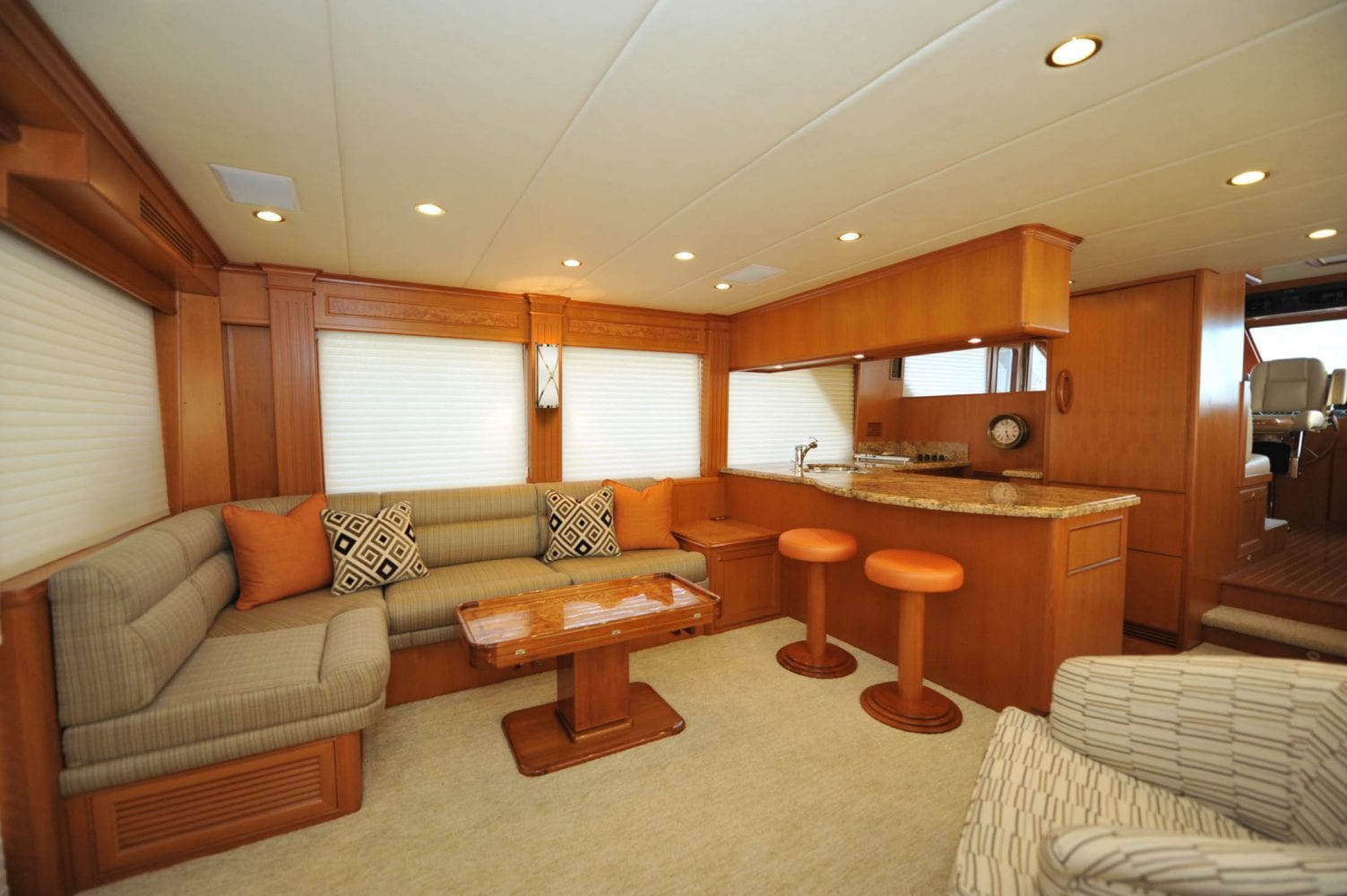 66' Offshore Southern Comfort Main Salon 2