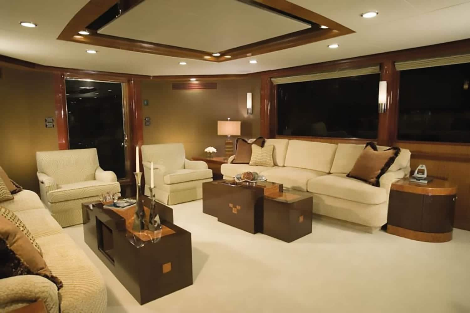 102' Ocean Alexander Main Salon 2