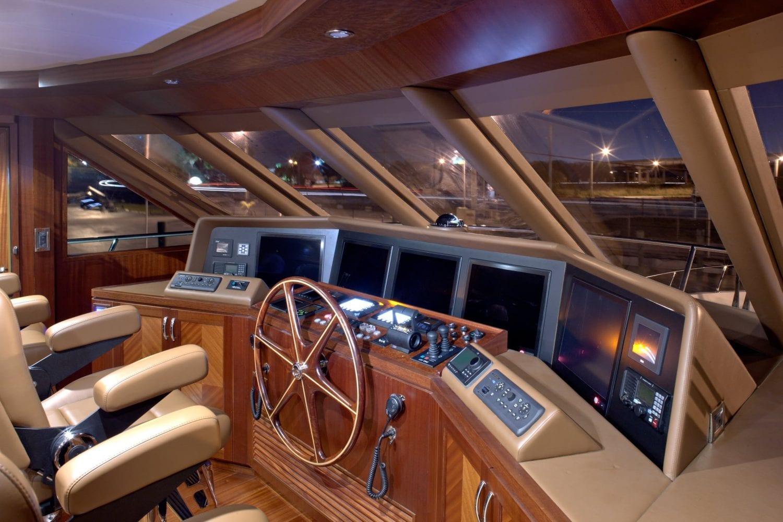 92' Ocean Alexander Nine-O-Nine Pilot House