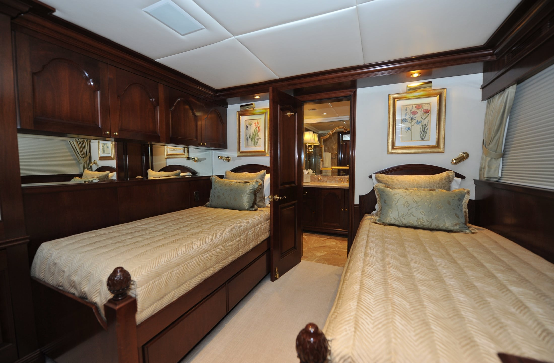 142' Trinity Chevy Toy Guest Stateroom