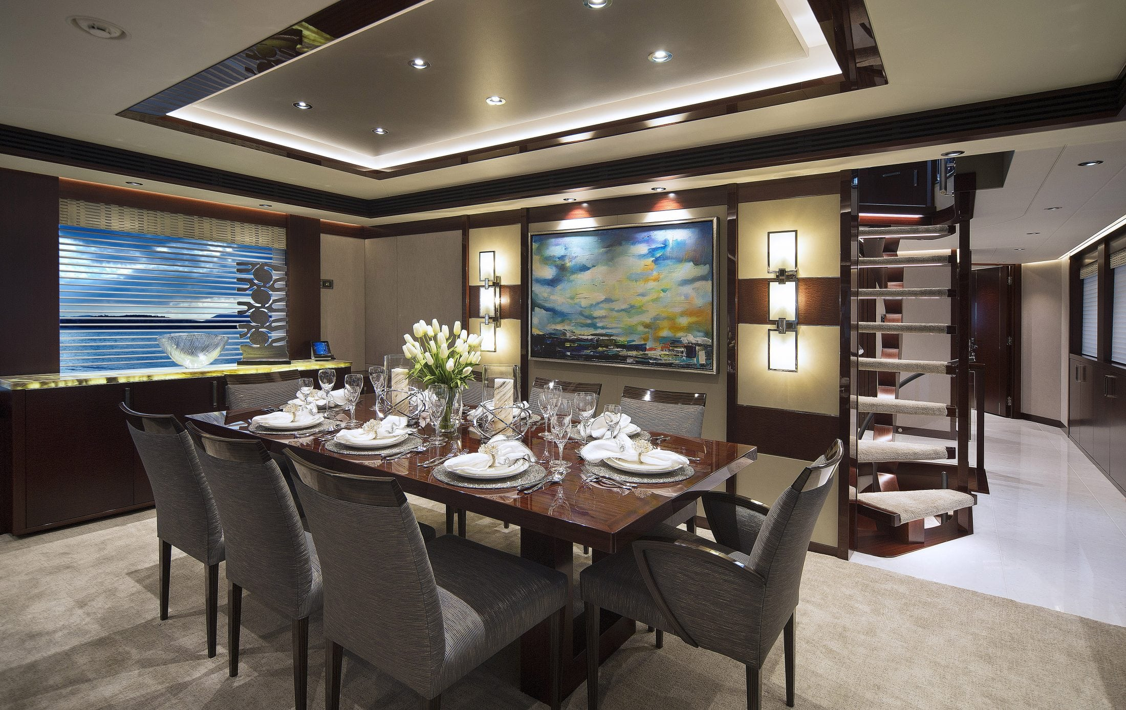 125' (38M) Westport Eccentric Dining Salon
