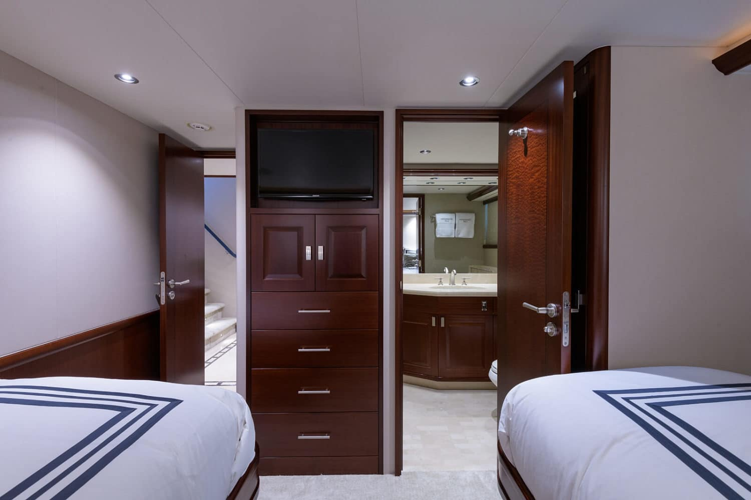 112' Westport Bluewater Cat Guest Stateroom