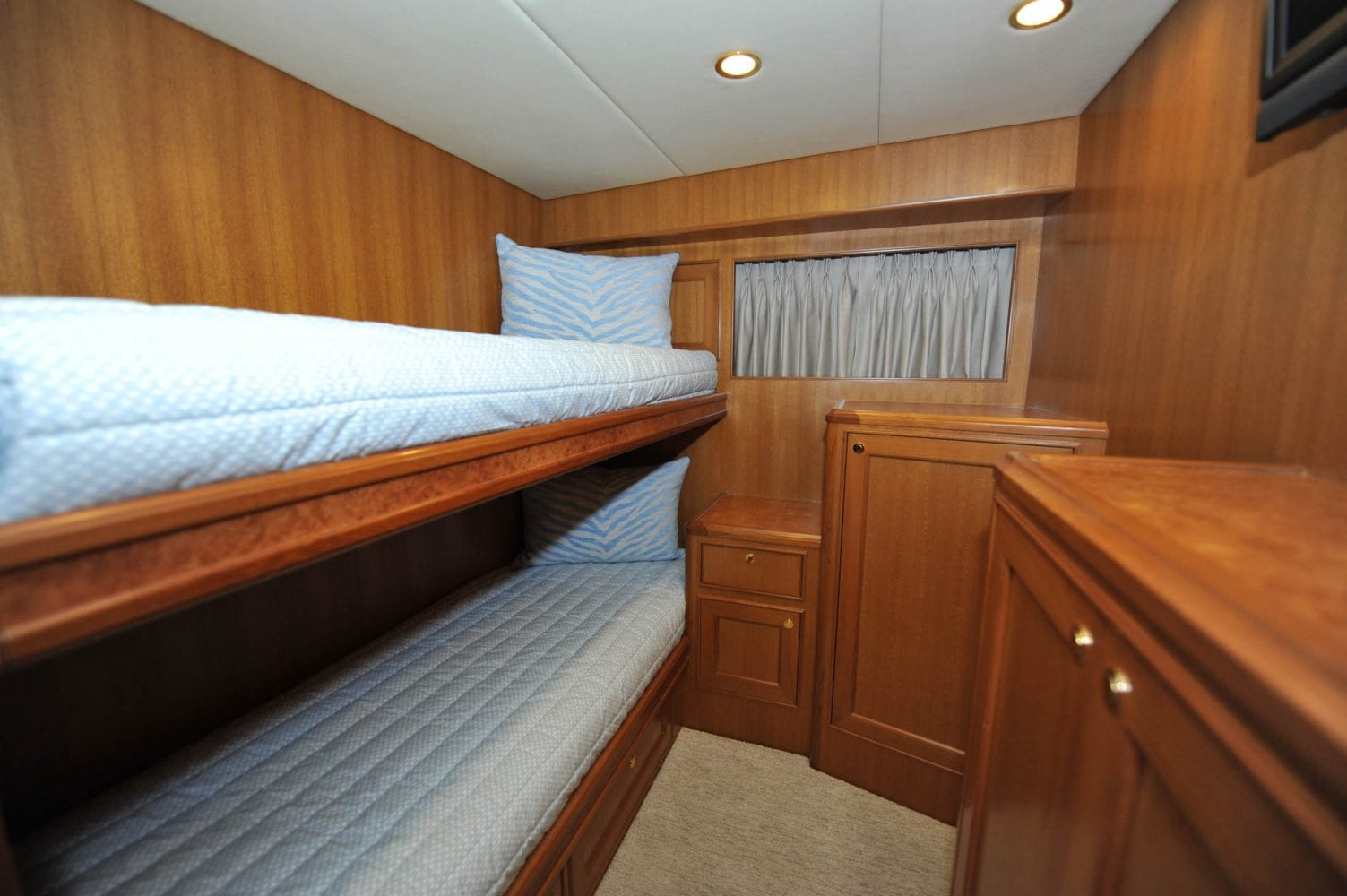 66' Offshore Southern Comfort Guest Stateroom