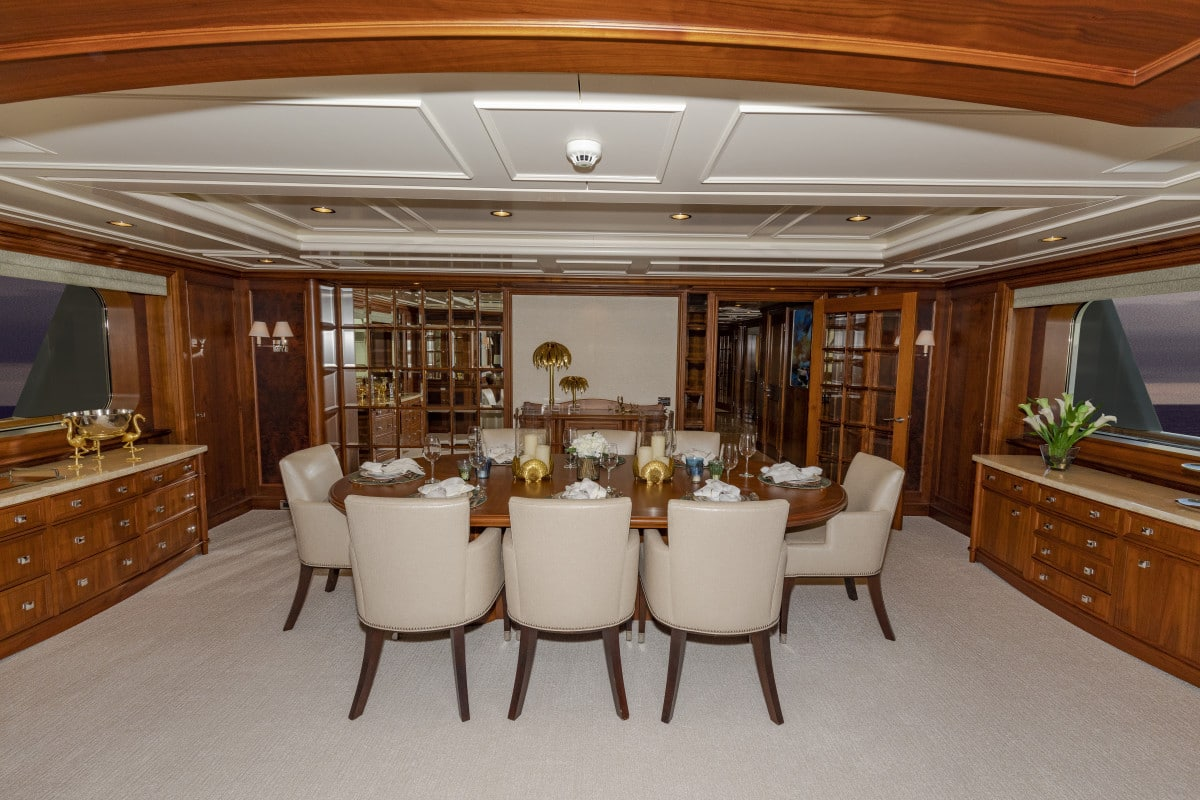 150′ Hakvoort Motoryacht Cracker Bay Dining Salon