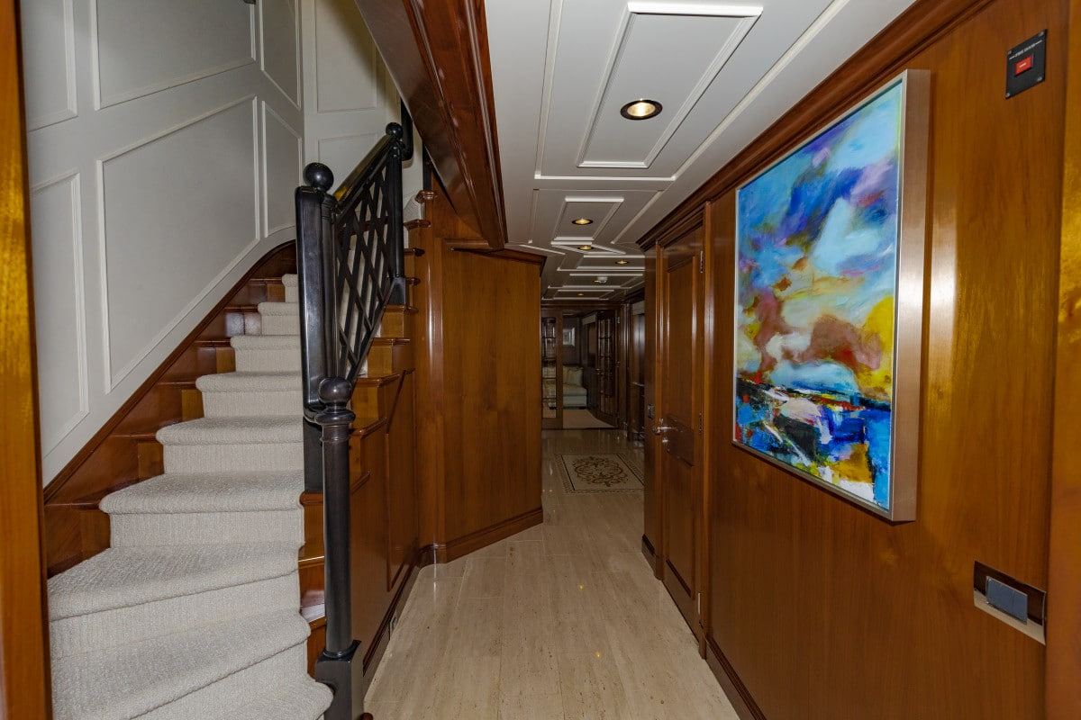 150′ Hakvoort Motoryacht Cracker Bay Lower Foyer