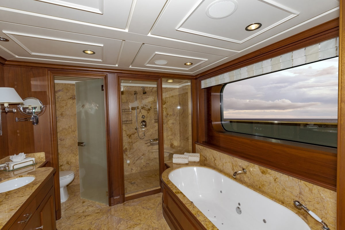 150′ Hakvoort Motoryacht Cracker Bay Master Head