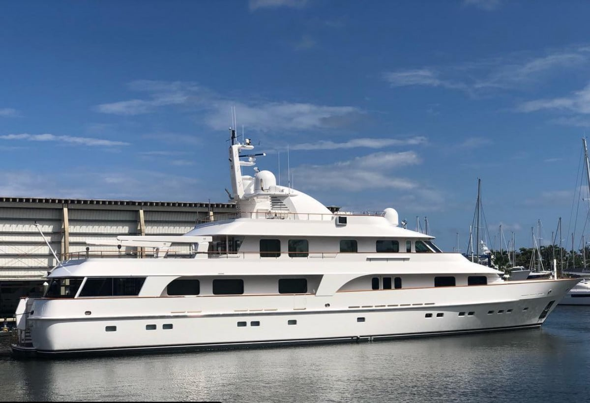 150′ Hakvoort Motoryacht Cracker Bay Profile