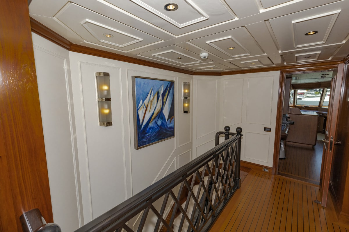 150′ Hakvoort Motoryacht Cracker Bay Upper Foyer