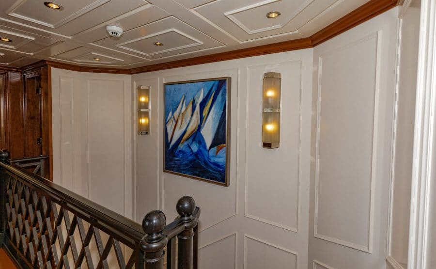 150 Hakvoort Motoryacht Cracker Bay Upper Foyer