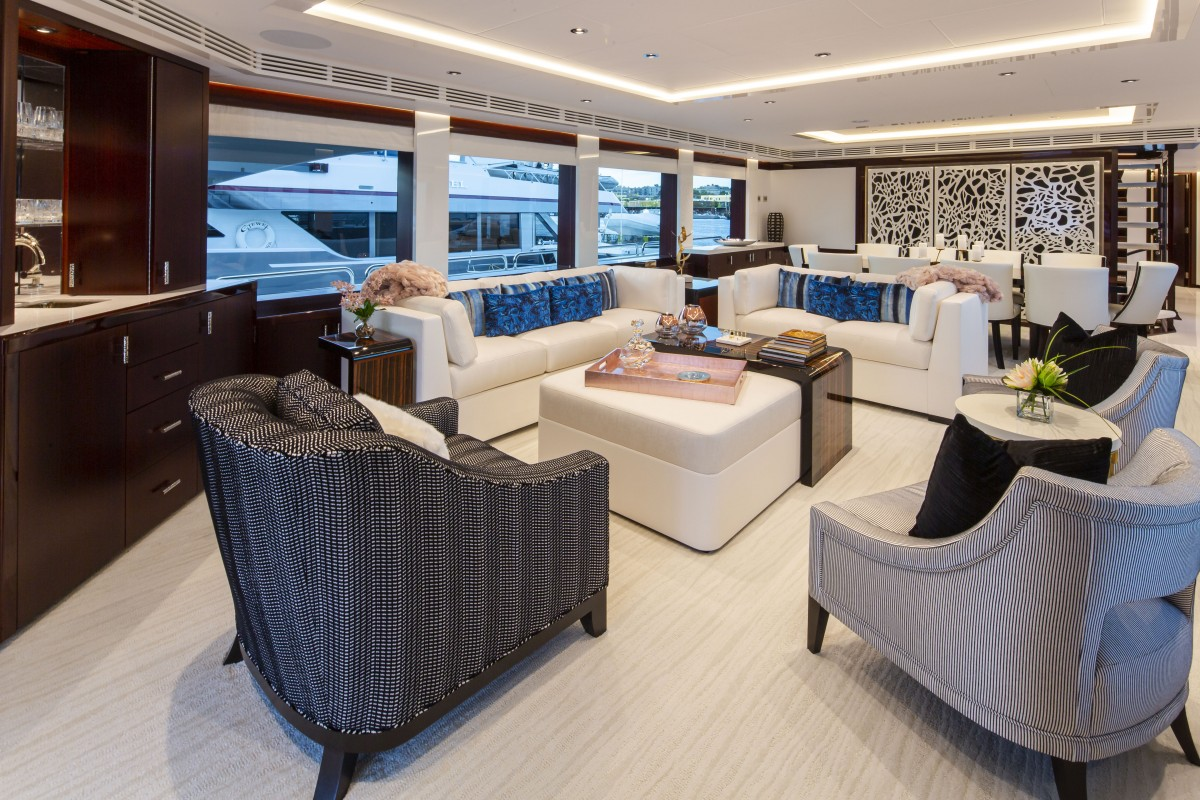 125′ Westport Yacht Castlefinn Main Salon